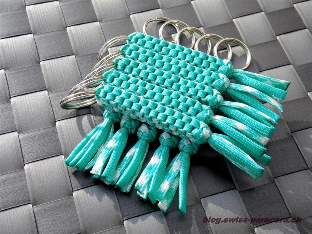 Schlüsselanhänger / Lanyard's in Acid-blue
