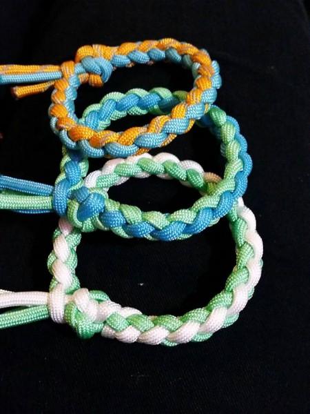 Rundgeflochtenes Armband ohne Verschluss
